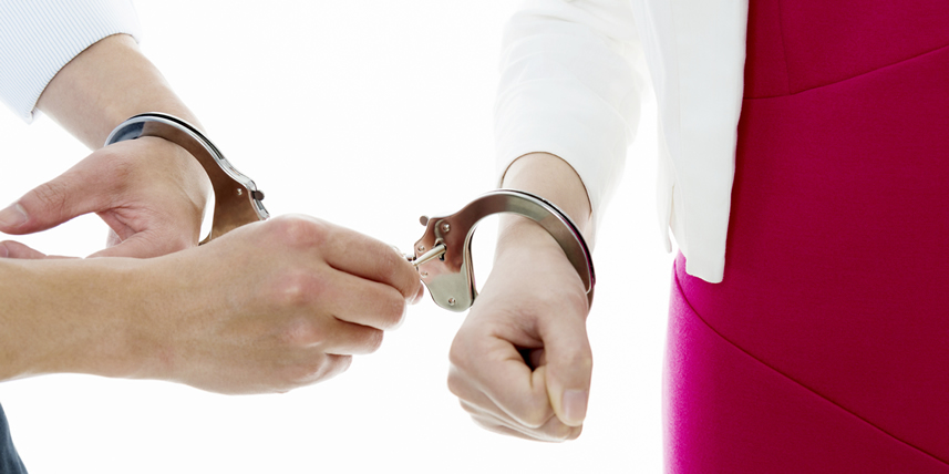 couple-in-handcuffs-unlocking